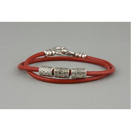 Браслет из кожаных шнурков красный 572