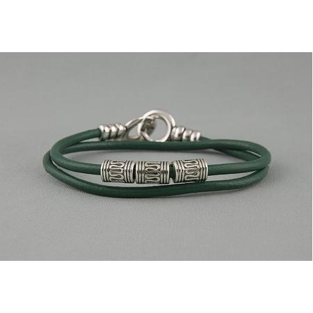 Браслет из кожаных шнурков зеленый 584
